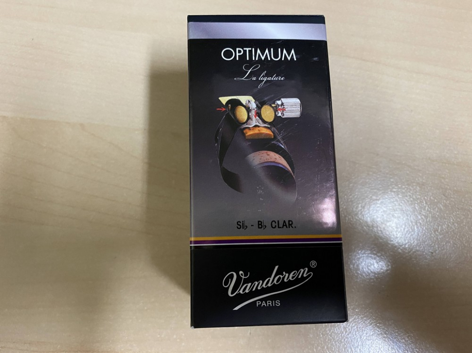 Photo Vandoren Optimum Ligature for Bb Clarinet in Black Finish