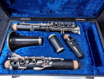 Photo Late 70's Vintage Buffet Paris Wood R13 Professional Bb Clarinet - Serial # 189810