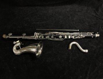 Photo Selmer Bundy Bass Clarinet with Wood Hard Case and Floor Peg, Serial #9050 – Resonite