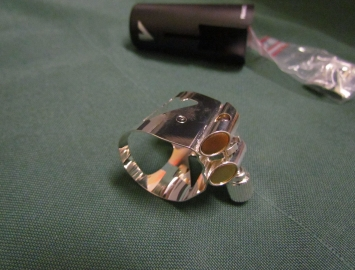 Photo Vandoren Optimum Ligature for Bb Clarinet in Silver Plate